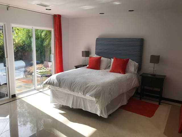 Luxurious Room in Pool Home by Strip - Las Vegas - Huis