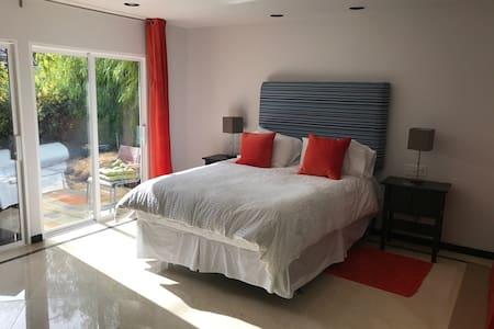 Luxurious Room in Pool Home by Strip/Downtown - Las Vegas - Haus