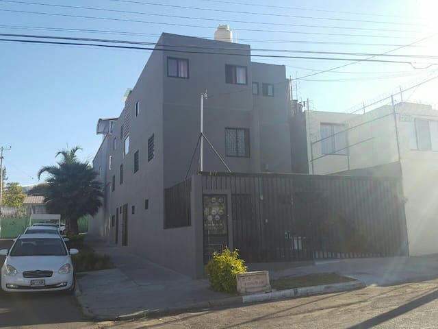 Depto#2PB 2cuartos plaza del sol, iteso, uvm,univa - Zapopan - Appartement