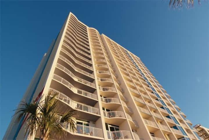 2BR DELUXE-Towers on the Grove