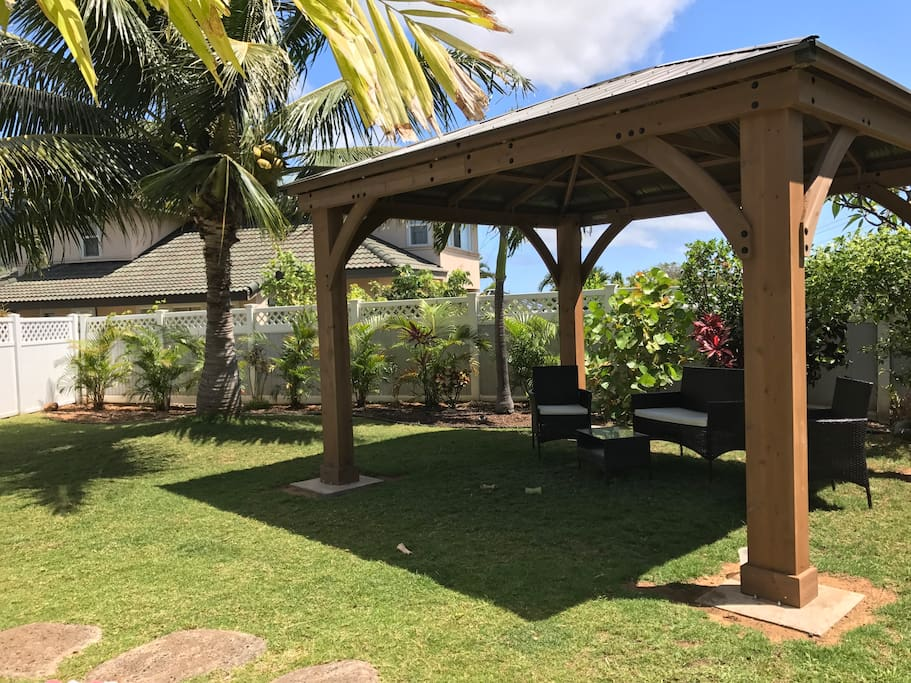 Enjoy beautiful views of Iao Valley in your back yard