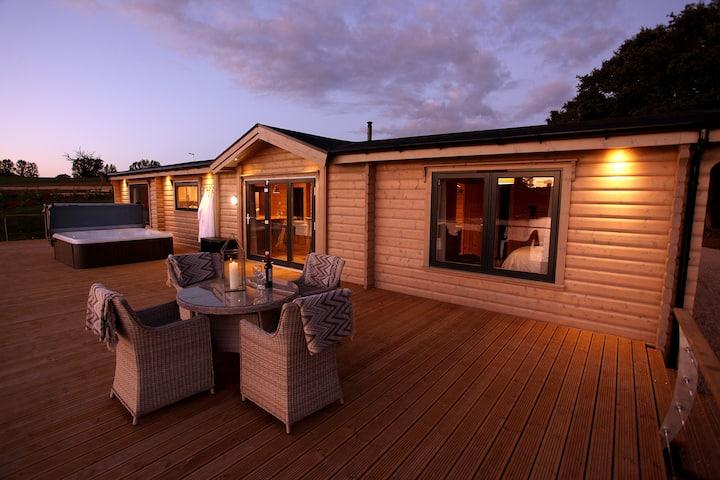 Peterhouse: luxury lodge in stunning lake location