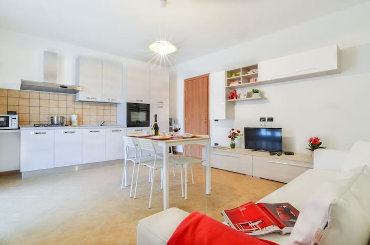 Edera - Bright apartment with terrace on Lake Iseo