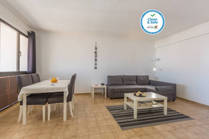 Spacieux | Appartement Central | 6min Pied Plage