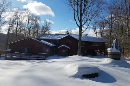 Chez Martine (sleeps 19 plus 2 pull out couches) - Tannersville - Haus