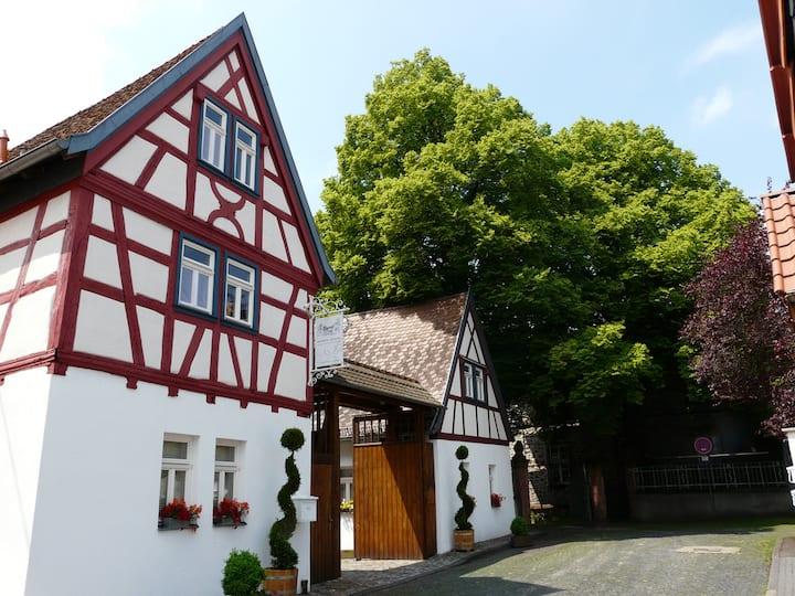 Fachwerkhaus mit Balkon und Terrasse Rhein Main