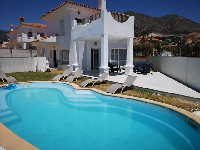 Villa for 8 with private pool and garden