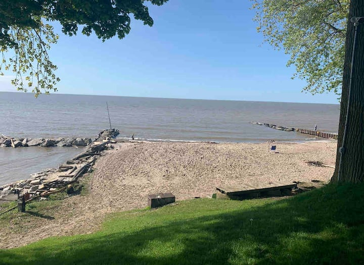 Beach cottage #2 Room to park boat  On Lake Erie