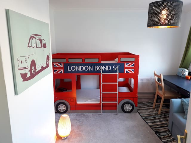 Private double studio in London 25 min to City.