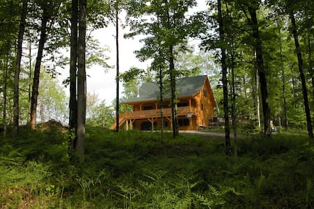 Beautiful Log Home in the woods! - Hardwick - Talo