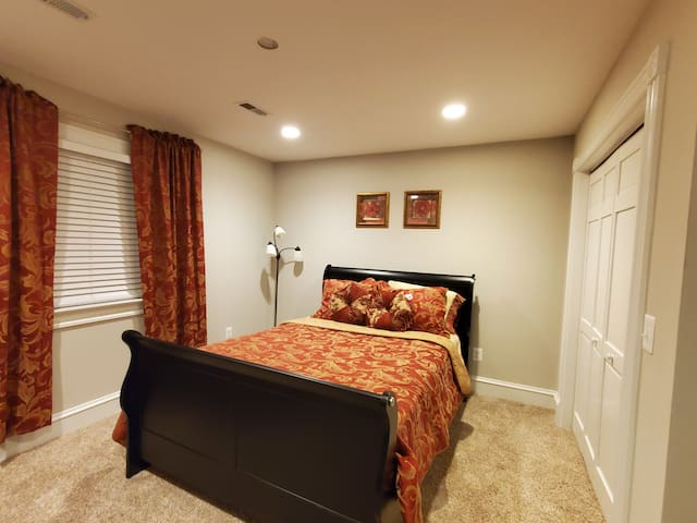 Beautiful home, Private Bedroom w/Private Bathroom