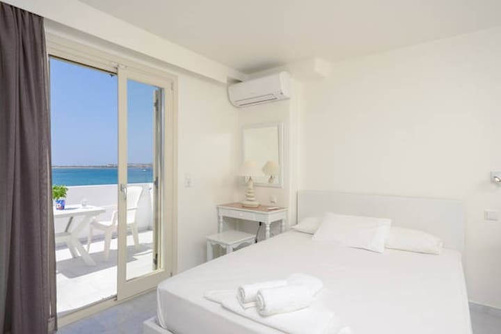 Junior suite with sea view - Naxos - Oda + Kahvaltı