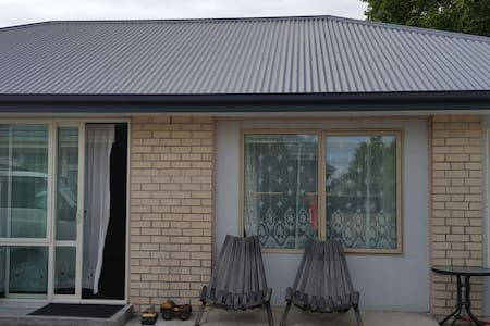 Affordable warm cozy bedroom - Christchurch