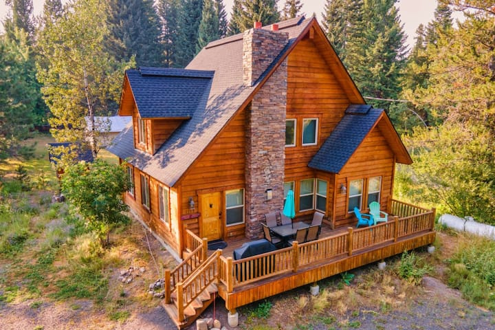Tranquil Aspens- PET Friendly Mountain Getaway, 2 blocks from Payette Lake, 5 min to downtown, Deck