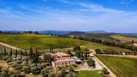 House of charm with pool among Brunello vineyards