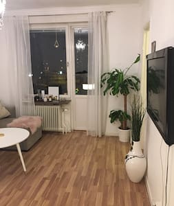 1a med plats för 4a nära Friends! - Solna - Apartamento