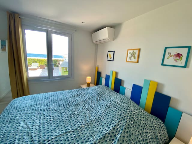 Chambre parentale climatisée avec lit 160x200 et sa magnifique vue mer!