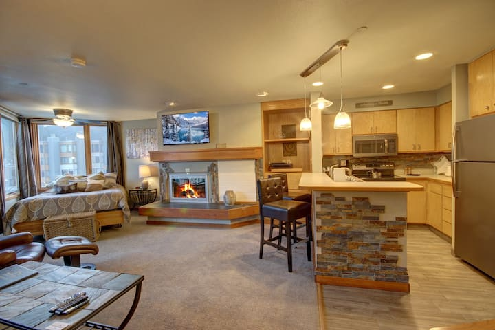 Lakeside 1485- Studio with full kitchen, Lake views, Free shuttle to lifts, Parking included