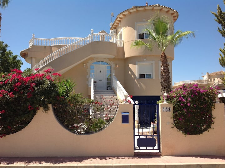 4 bedroom villa + private pool and rooftop terrace