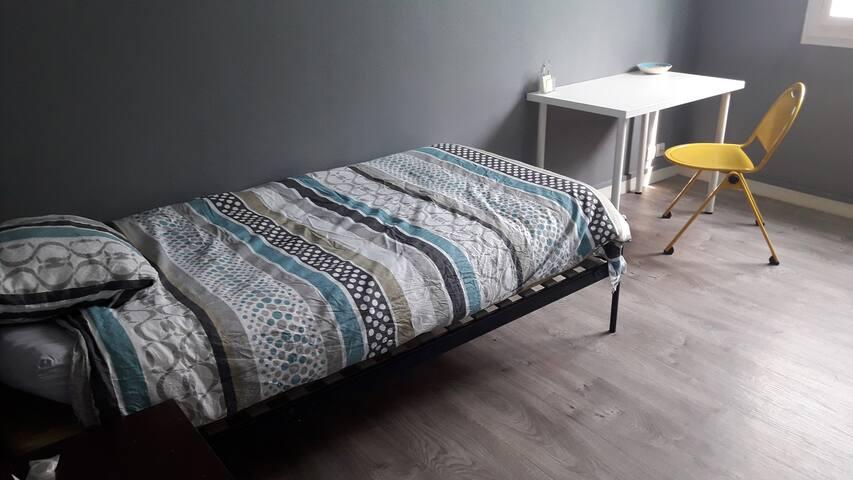 Chambre individuelle avec lit simple en colocation