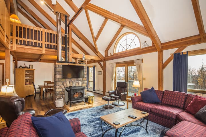Viewmont Chalet - Beautiful post and beam house with a hot tub and pool table