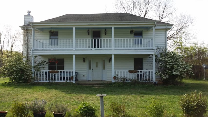 1893 House on Wild Oats Farm - Scottsville - House