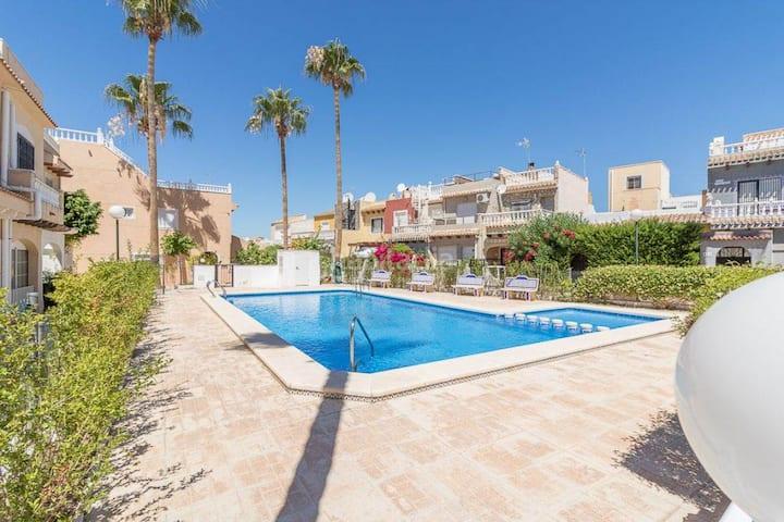 Cosy house near beach la Zenia con piscina abierta