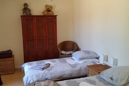 Twin room with own spa bath & shared facilities - Luceau