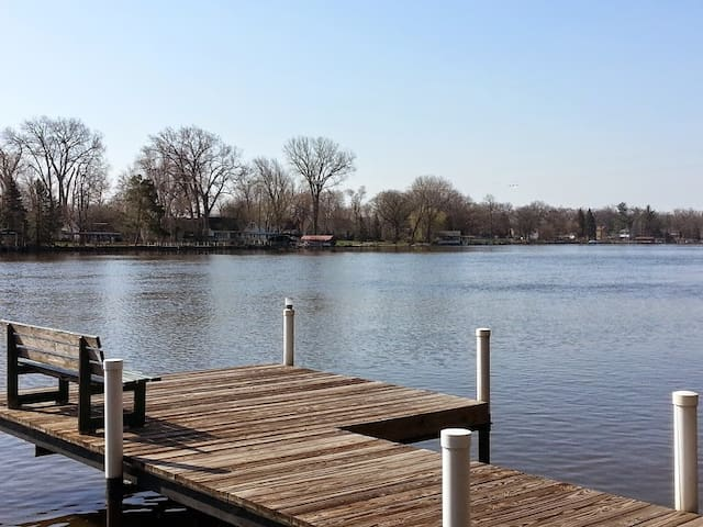 Fox River Waterfront Retreat Home - McHenry - Huis
