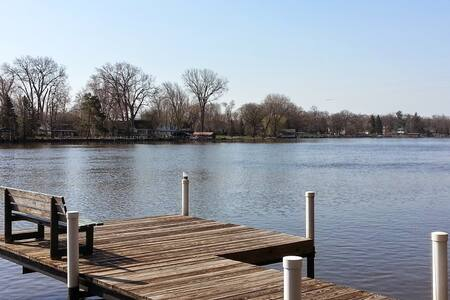 Fox River Waterfront Retreat Home - McHenry - House