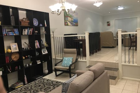 Cozy room in West Sydney near train - Toongabbie - Rumah