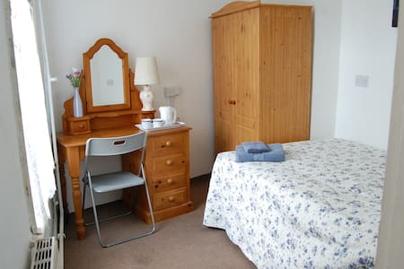 Lovely fresh room in the heart of Chatham - Inap sarapan