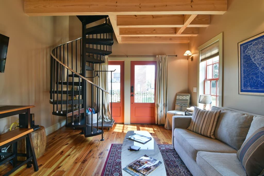 Charming Downtown Carriage House Guesthouses For Rent In Charleston South Carolina United States