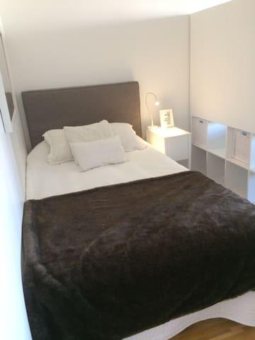 Ljus och fräsch 4:a i centrum - Täby - Apartamento