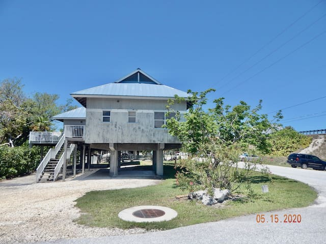 Tropical 3 Bedroom Island Villa in heart of Keys!