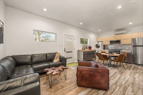 Mid Century House-Near A&M/Huge TVs/Great Parking