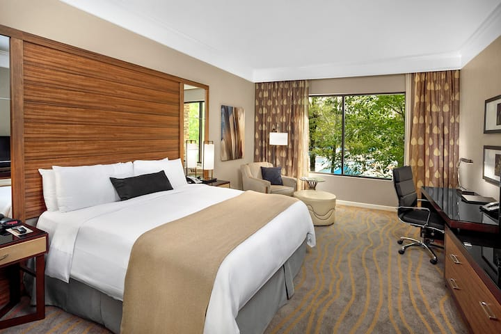 The Woodlands Resort - King Room