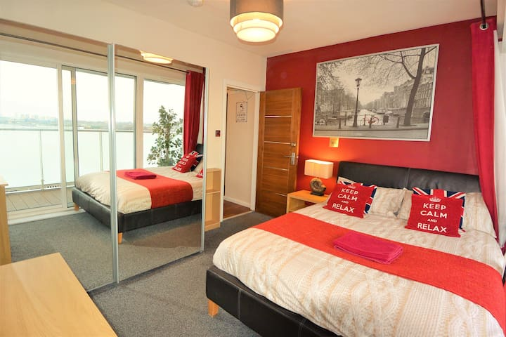 Zone 1 -Best Location! King Bed with Balcony & TV - Londres