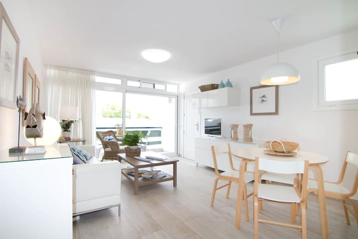 2minutes walking from Beach!Renewed & Cozy!