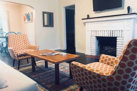 Coziest beds in Murray Hill! *Pet friendly!