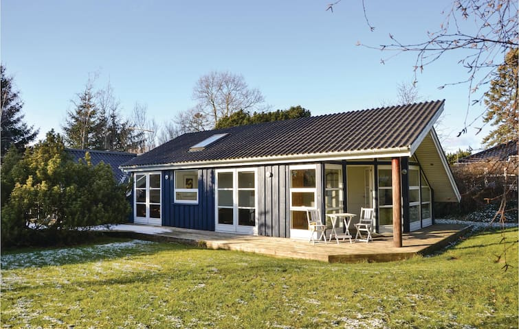 Holiday cottage with 3 bedrooms on 92 m² in Gilleleje