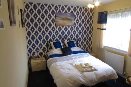Cosy Room in Quiet Suburb w/ Wifi - Kilmarnock