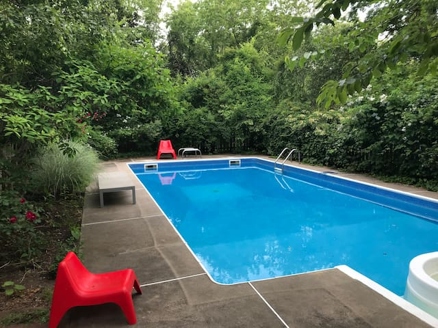 SHELTER ISLAND Charming House w Pool on 2+ acres