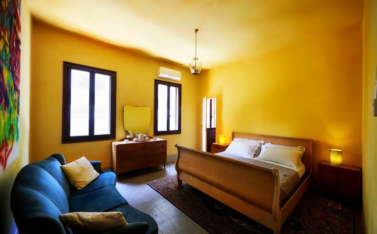 Cortèn Suite - Big double bed about 180 cm x 200 cm. En-suite Bathroom - A/C available