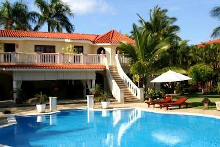 5-Star Beach Resort Vacation: 3 Bedroom Villa. - Cofresi - Hotel boutique