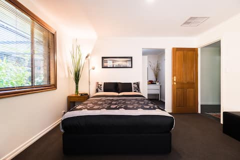 A Suite Spot in the Hills, Mount Barker SA