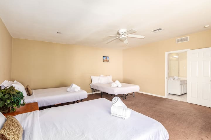 Huge Guest Suite in South PHX! M2