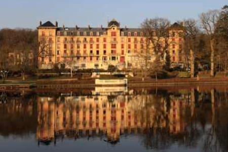 LARGE STUDIO APARTMENT ON THE LAKE - BAGNOLES - Bagnoles-de-l'Orne - Huoneisto