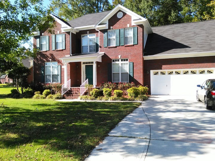 Family vacation& Busines trip 4BR, 2&1/2 bath home