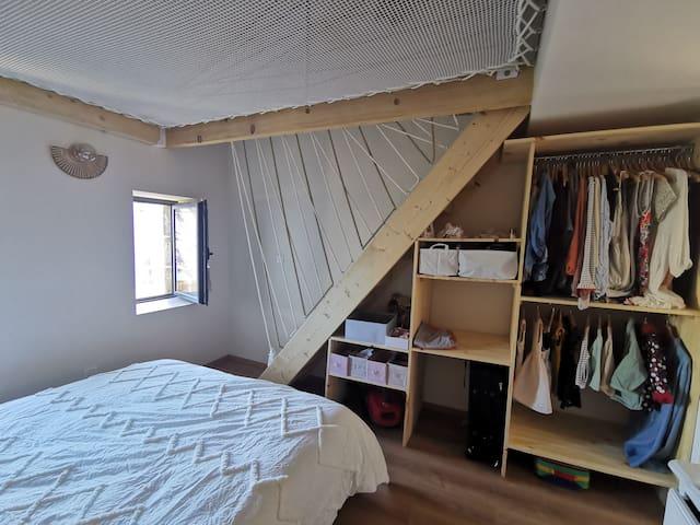 Placard et penderie sous escalier
